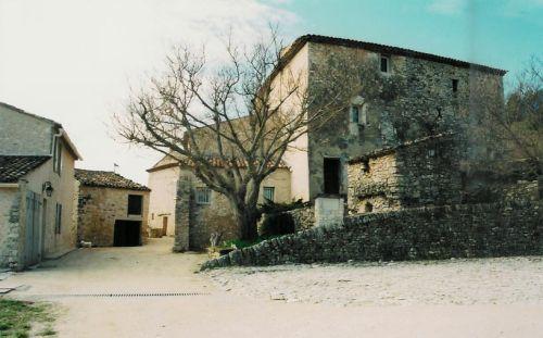 Luberon, maisons formant un hameau superbement restauré