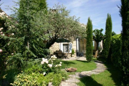 Gordes, maison de hameau avec superbe jardin clos
