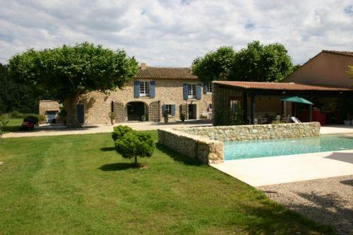 Beau mas pour 580 m² sur 2 hectares proche des Alpilles.
