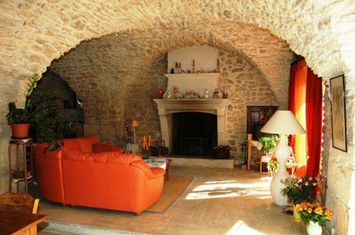Mas XVIIème en Luberon sur 1,8 hectares  de terres proche Robion.
