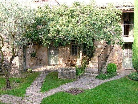 Ferme du 18ème en Luberon avec dépendences, piscine, garage...