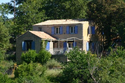 Monts de Vaucluse, villa au calme sur 1548 m² en restanques