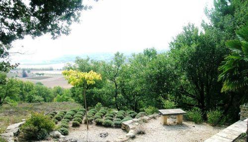 Maison en pierres à Goult avec vue sur le Luberon