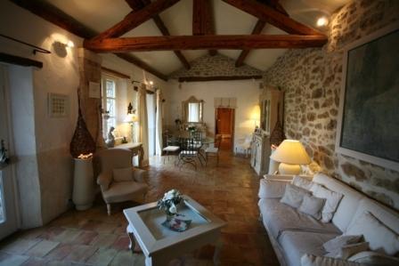 Luberon, maison de village restaurée avec goût