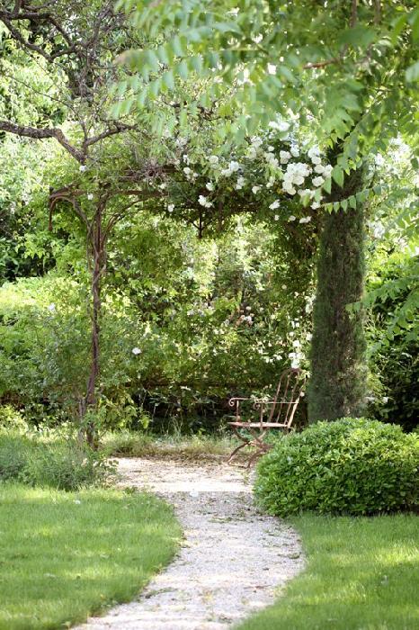 Ventes Mas ancien en Luberon avec jardin à la française et piscine ...