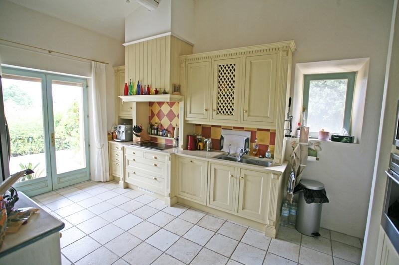 ventes luberon maison en pierre de gordes possibilit de chambres d 39 h tes agence rosier. Black Bedroom Furniture Sets. Home Design Ideas