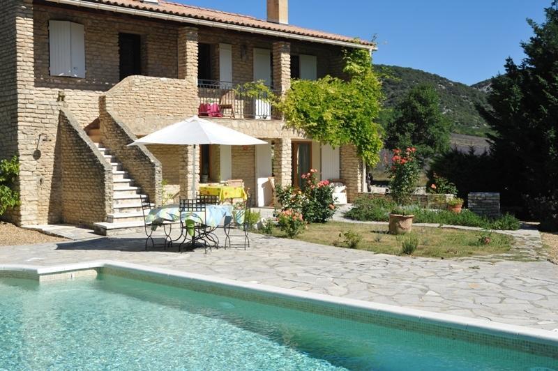 Ventes luberon maison en pierres avec piscine agence rosier for Vente maison par agence immobiliere