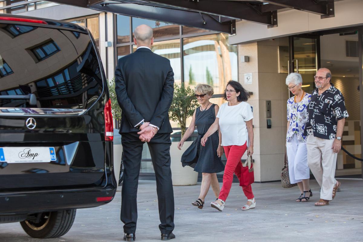 amp tours visite priv e de la provence en voiture avec chauffeur liens utiles agence rosier. Black Bedroom Furniture Sets. Home Design Ideas