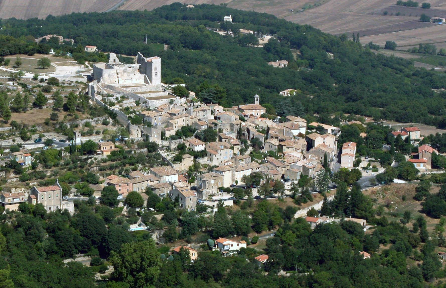 Le village de Lacoste et son chateau