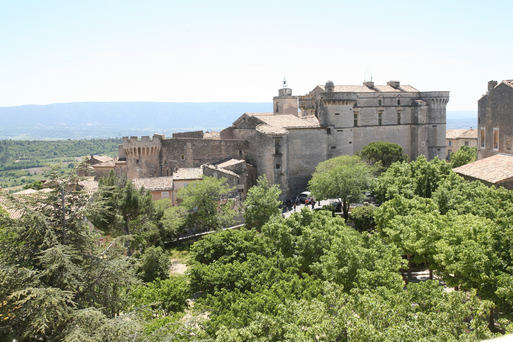 Le chateau de Gordes, façade nord