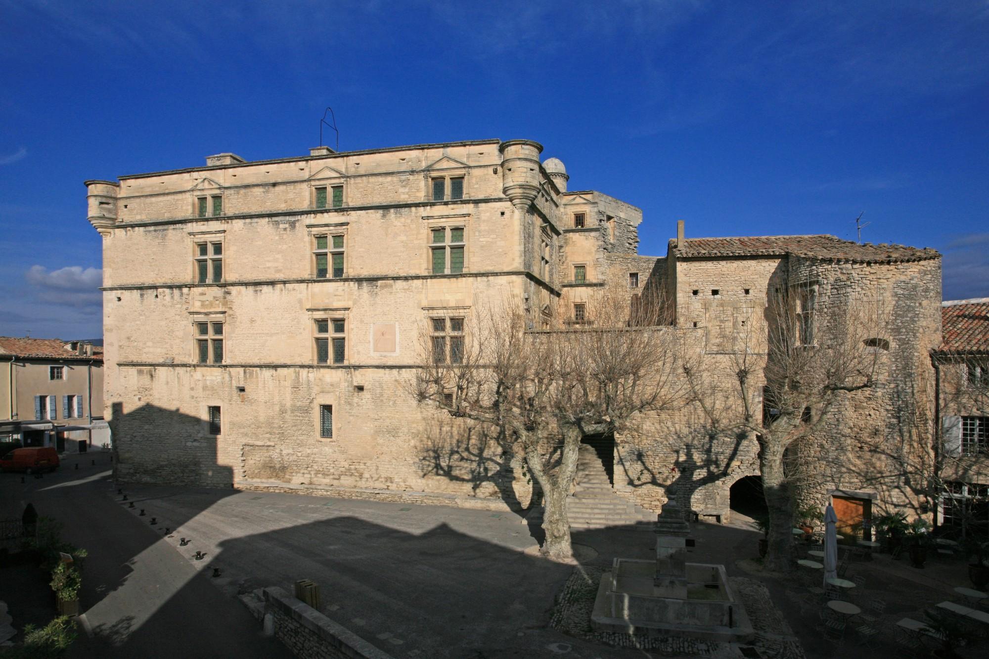 Le chateau de Gordes, Façade sud