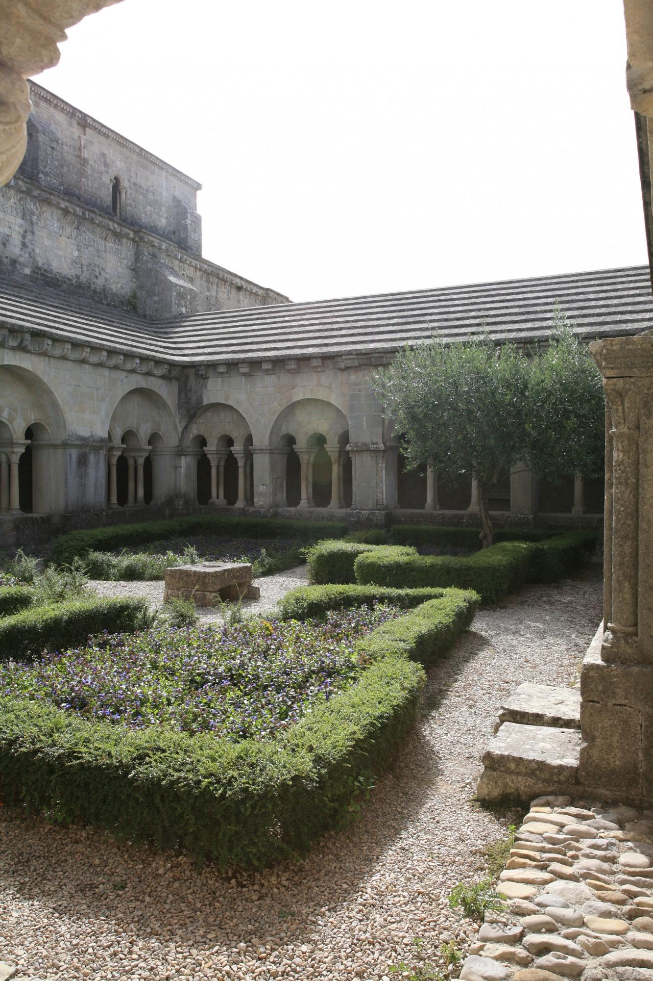 Vaison-la-Romaine (Vaucluse), détail du cloitre