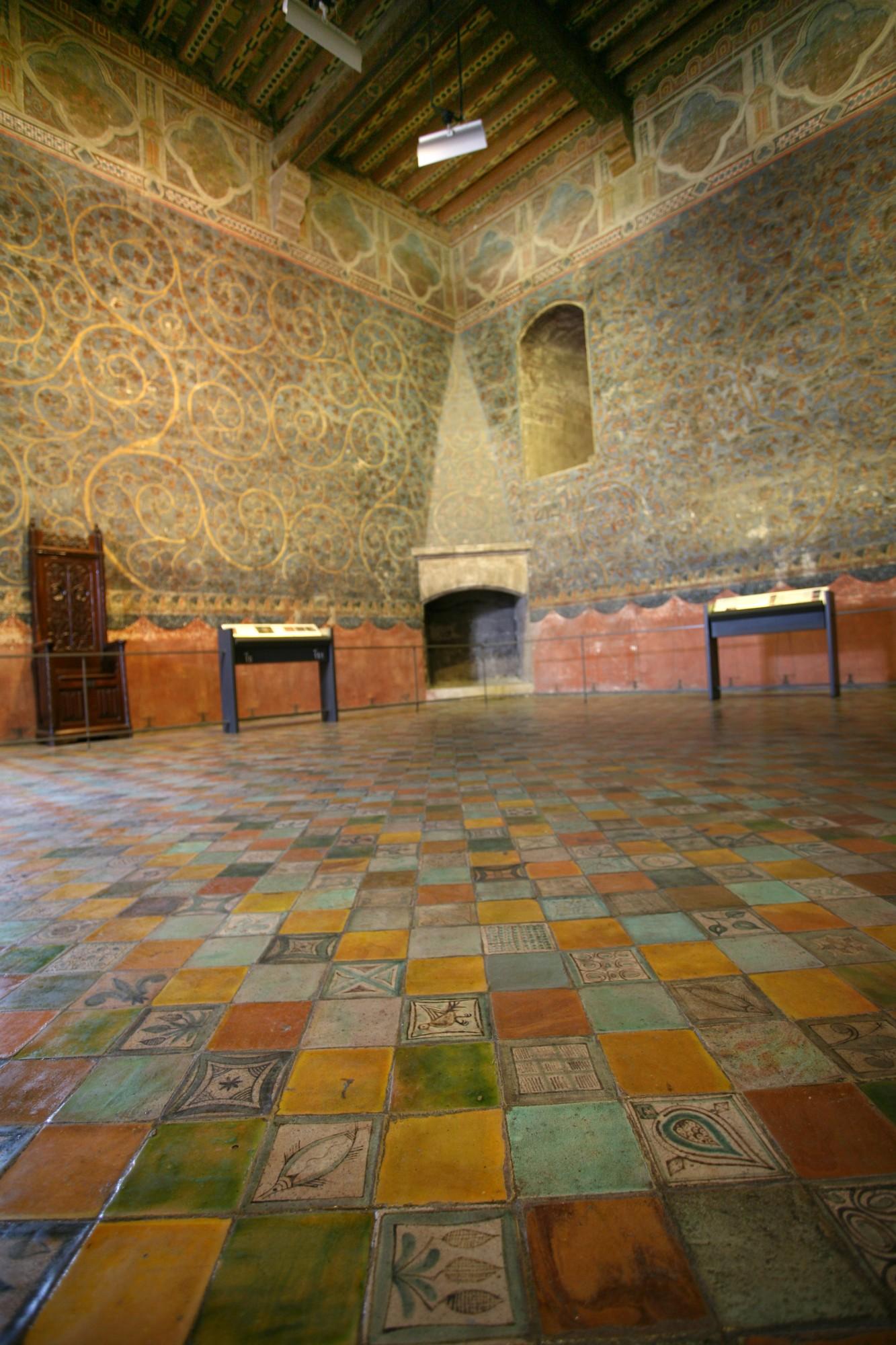 Le Palais des Papes, la chambre du cerf