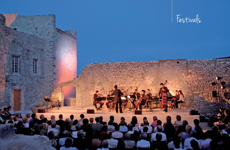 Festival de Lacoste Pierre Cardin été Bonnieux Goult musique théâtre opéra