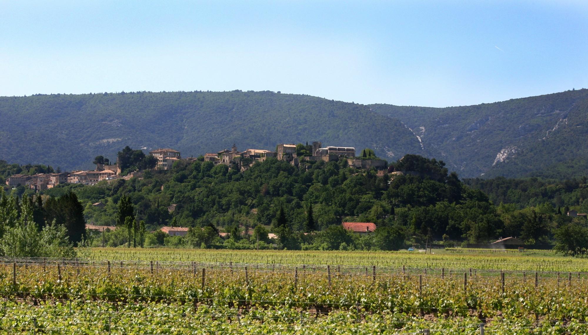 MENERBES, un des plus beaux villages de France niché dans le Luberon