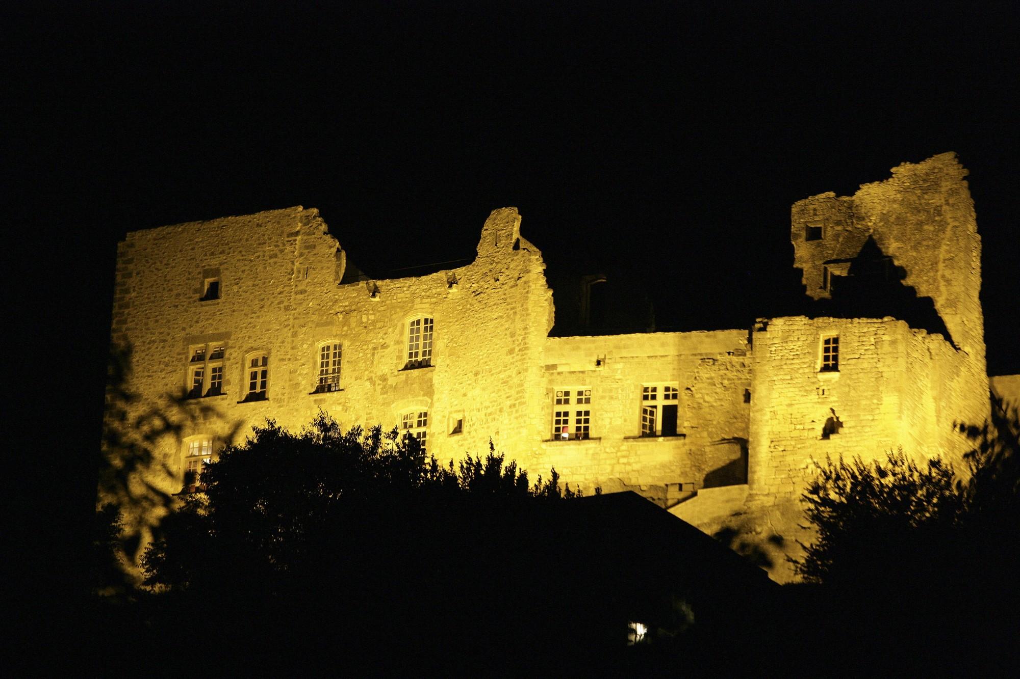 Le chateau de Lacoste de nuit