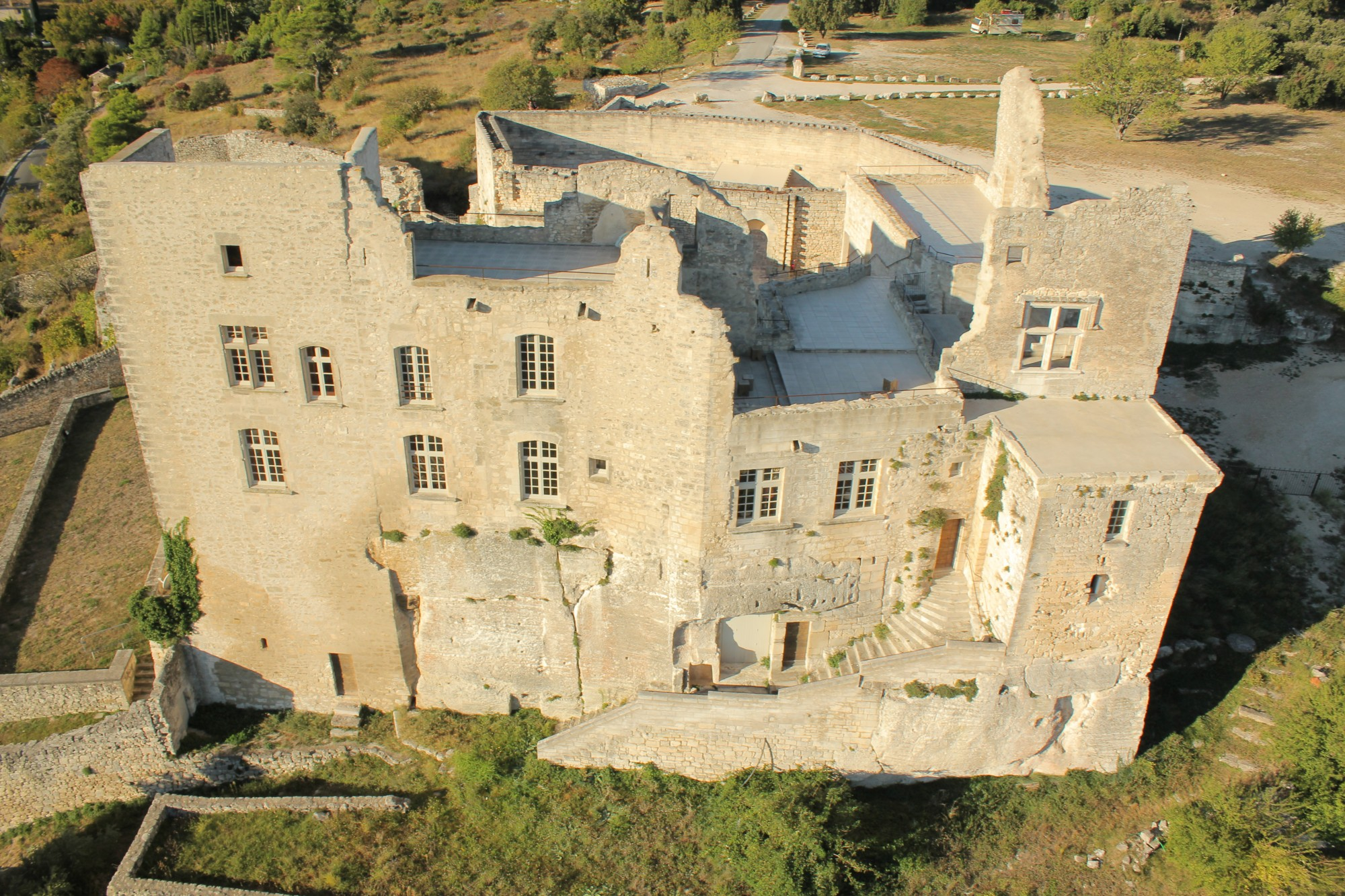 Le chateau de Lacoste, façade principale