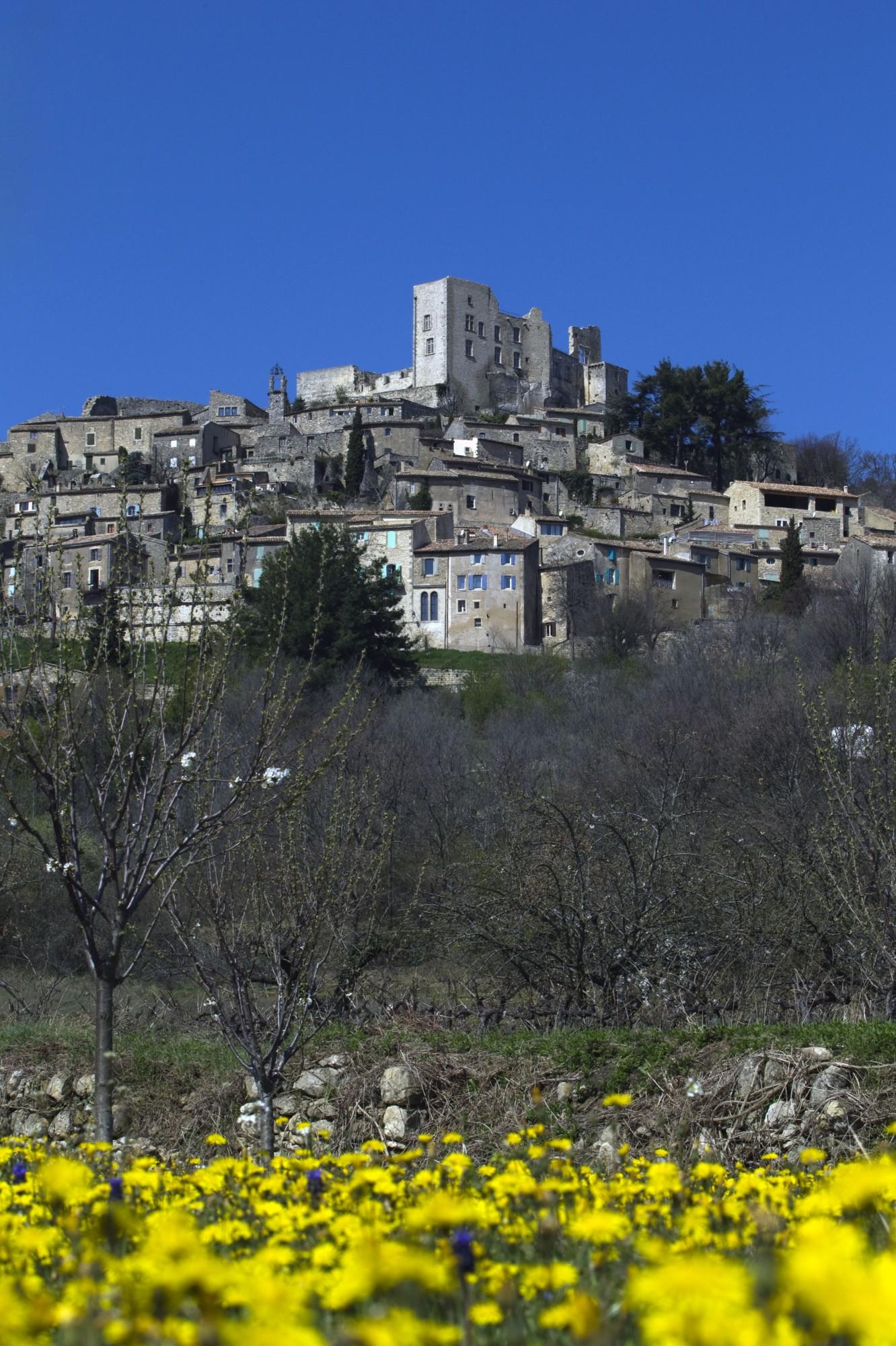 Le village perche de Lacoste en Luberon