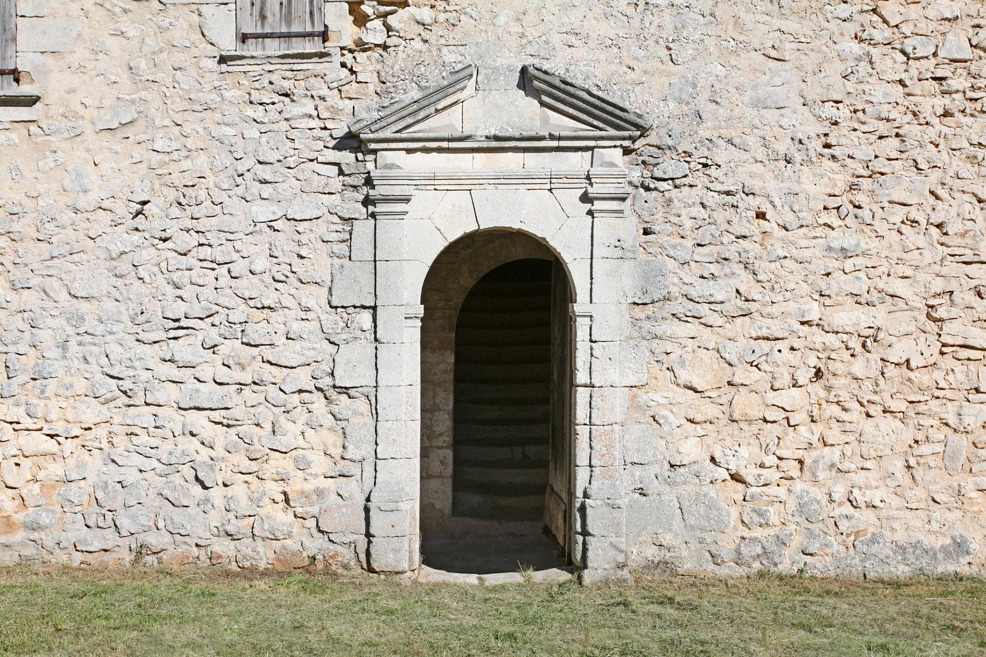 Entrée du Chateau, monts de Vaucluse, Provence