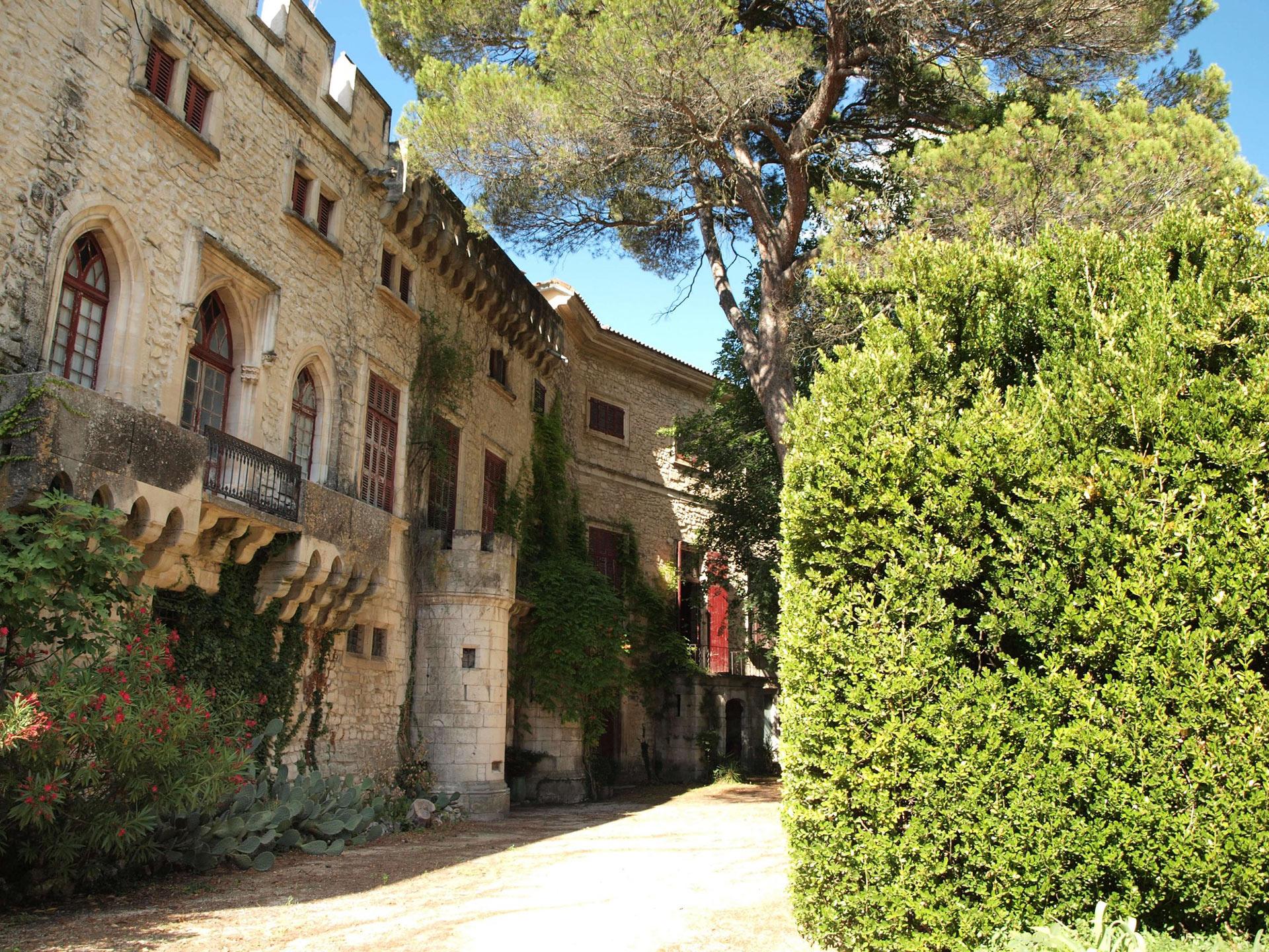 Château proche du mont Ventoux, Vaucluse