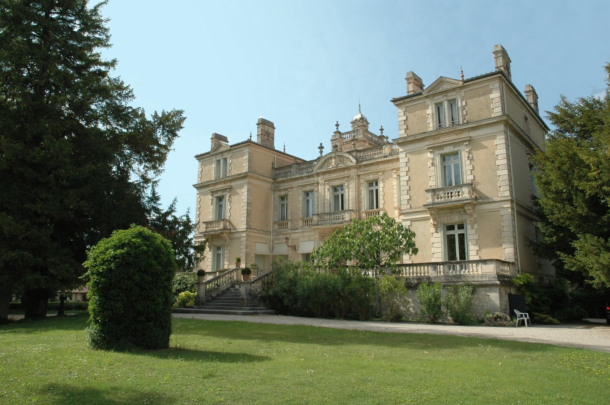 chateau moderne a vendre 28 images chateau a vendre dans le 58 chateau a vendre loire 42. Black Bedroom Furniture Sets. Home Design Ideas