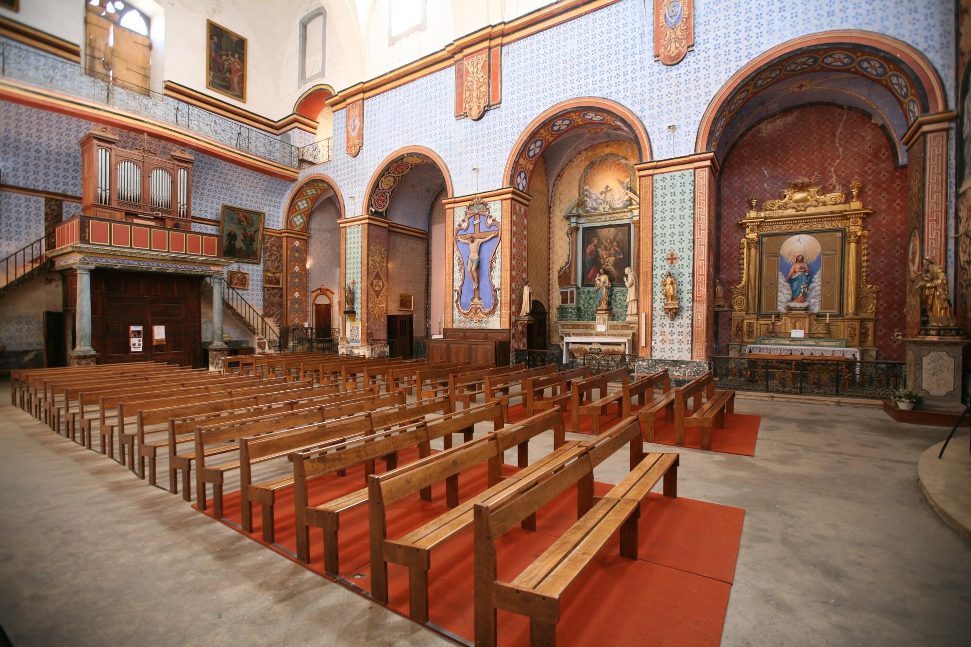 L'intérieur de l'église de Gordes, Luberon