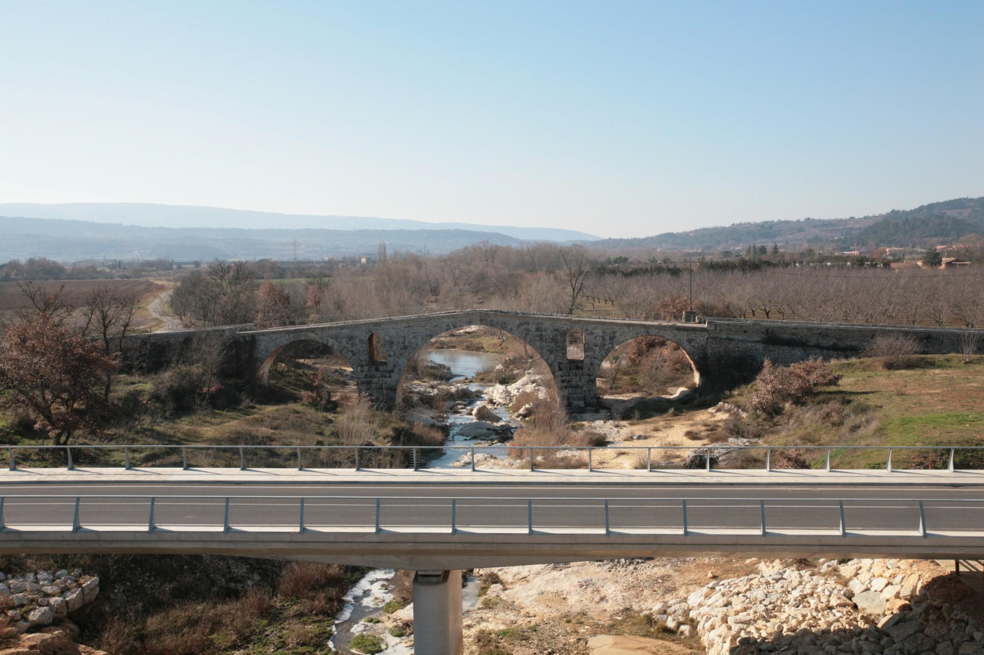 Les deux ponts sur le Calavon et le Luberon