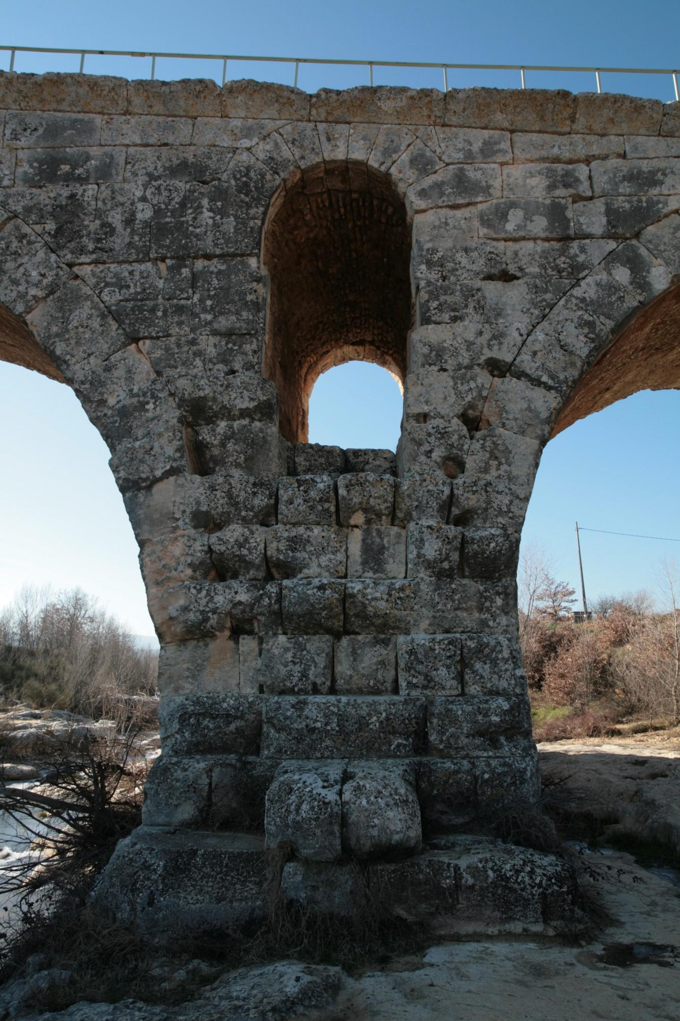 Détail du Pont Julien de Bonnieux