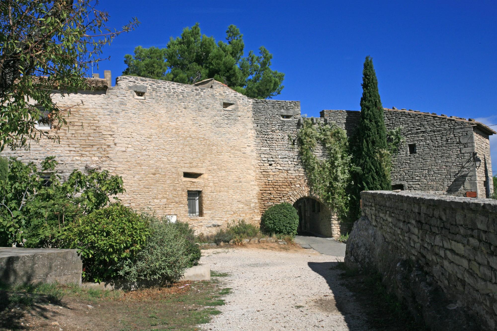 Une des anciennes portes du vieux Goult