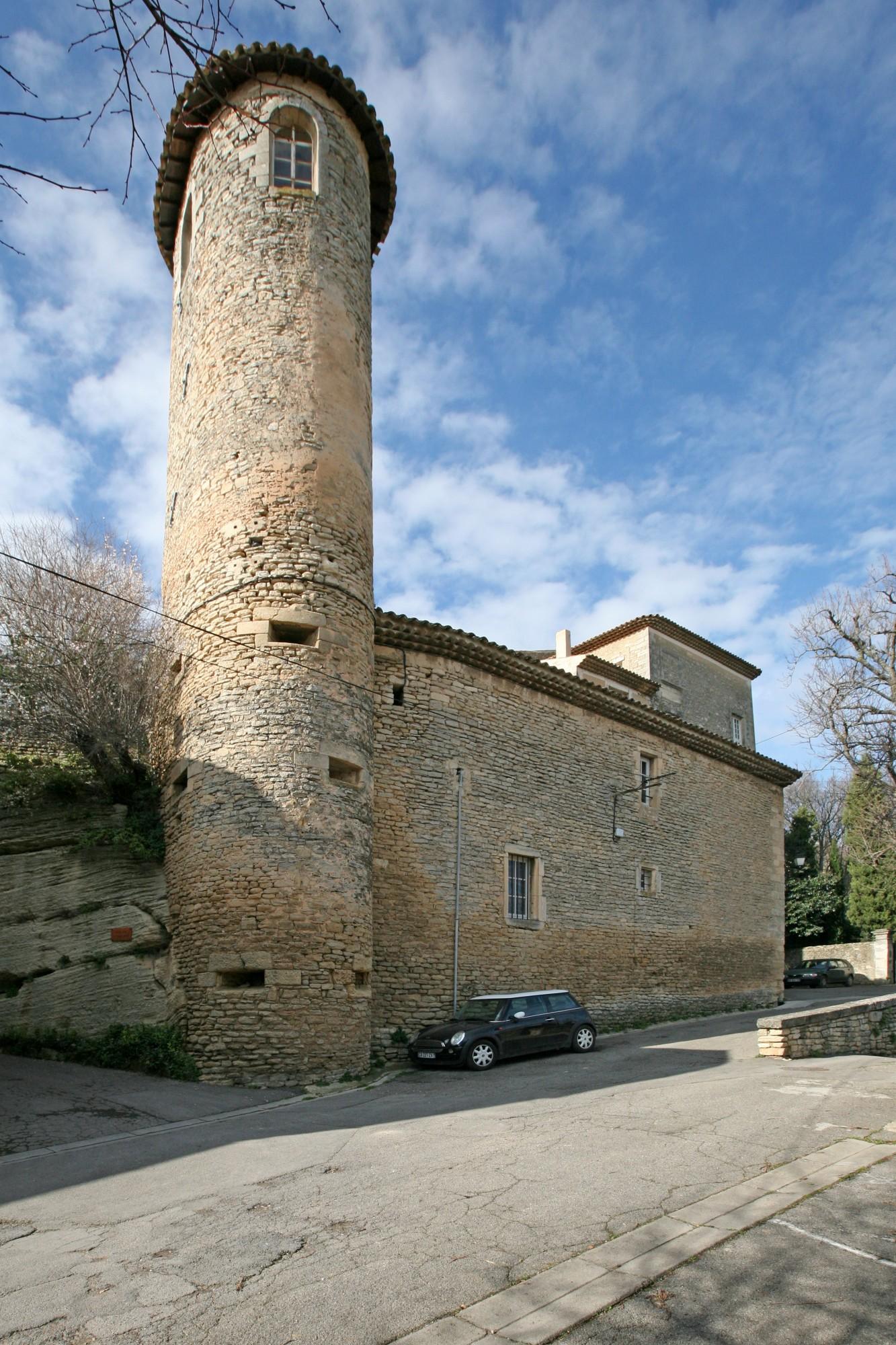 La tour du chateau de Goult