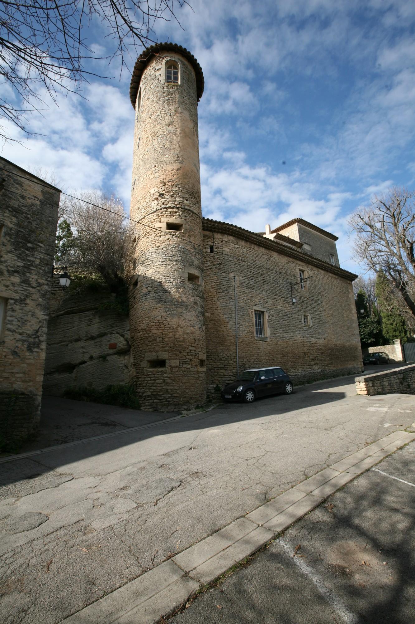 La tour du chateau de Goult en Vaucluse