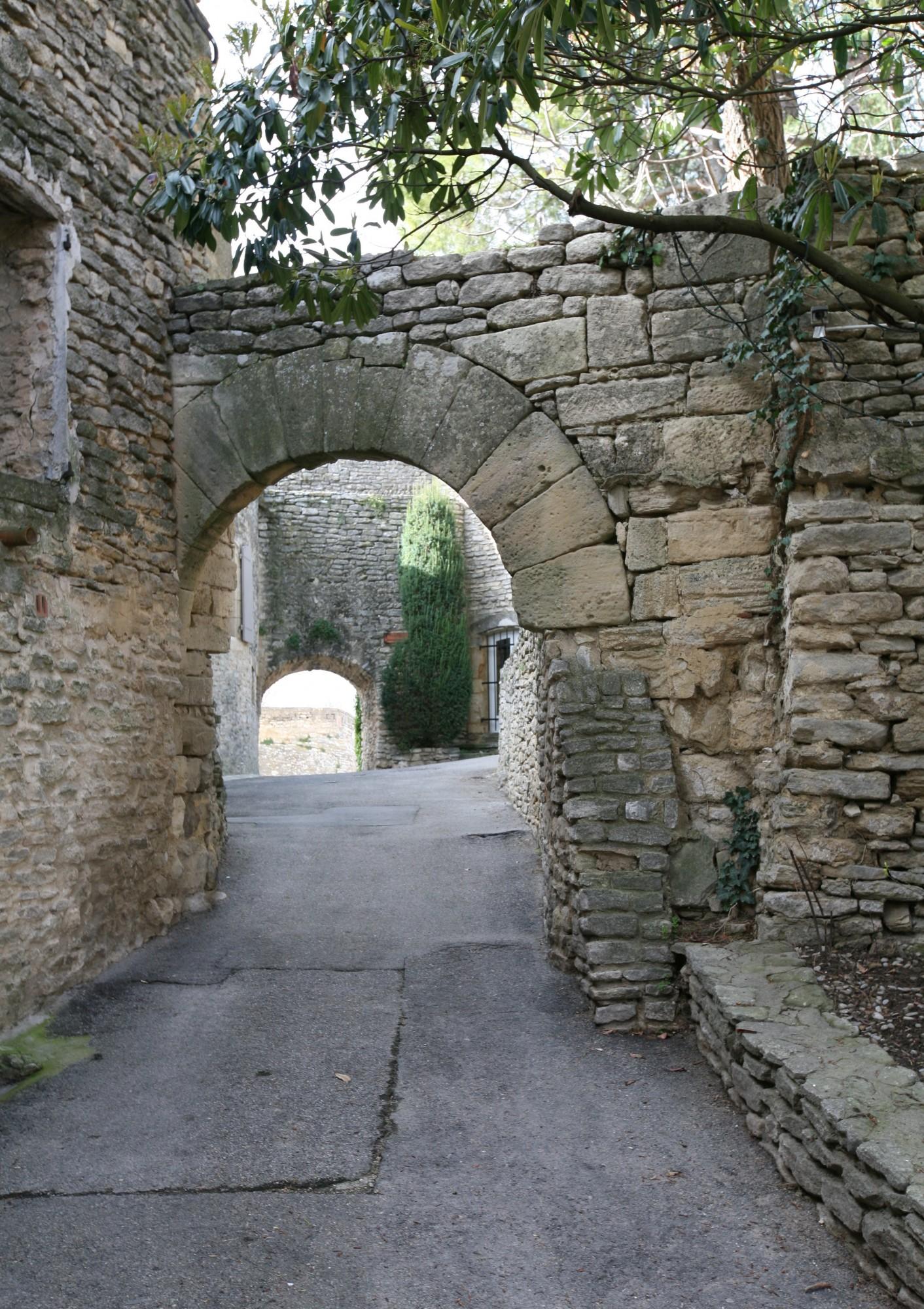 Porte défensive intérieure du vieux Goult
