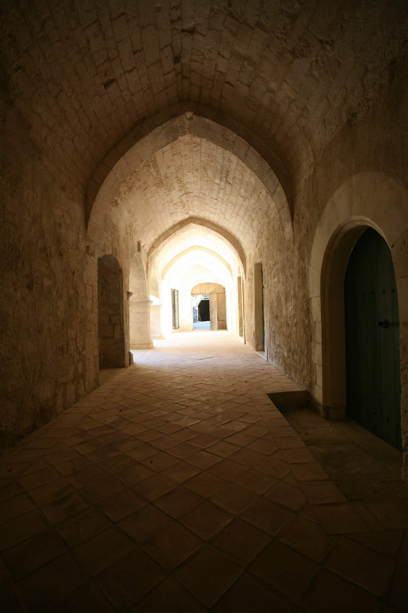 Abbaye Saint-Hilaire en Luberon, entre Lacoste et Ménerbes