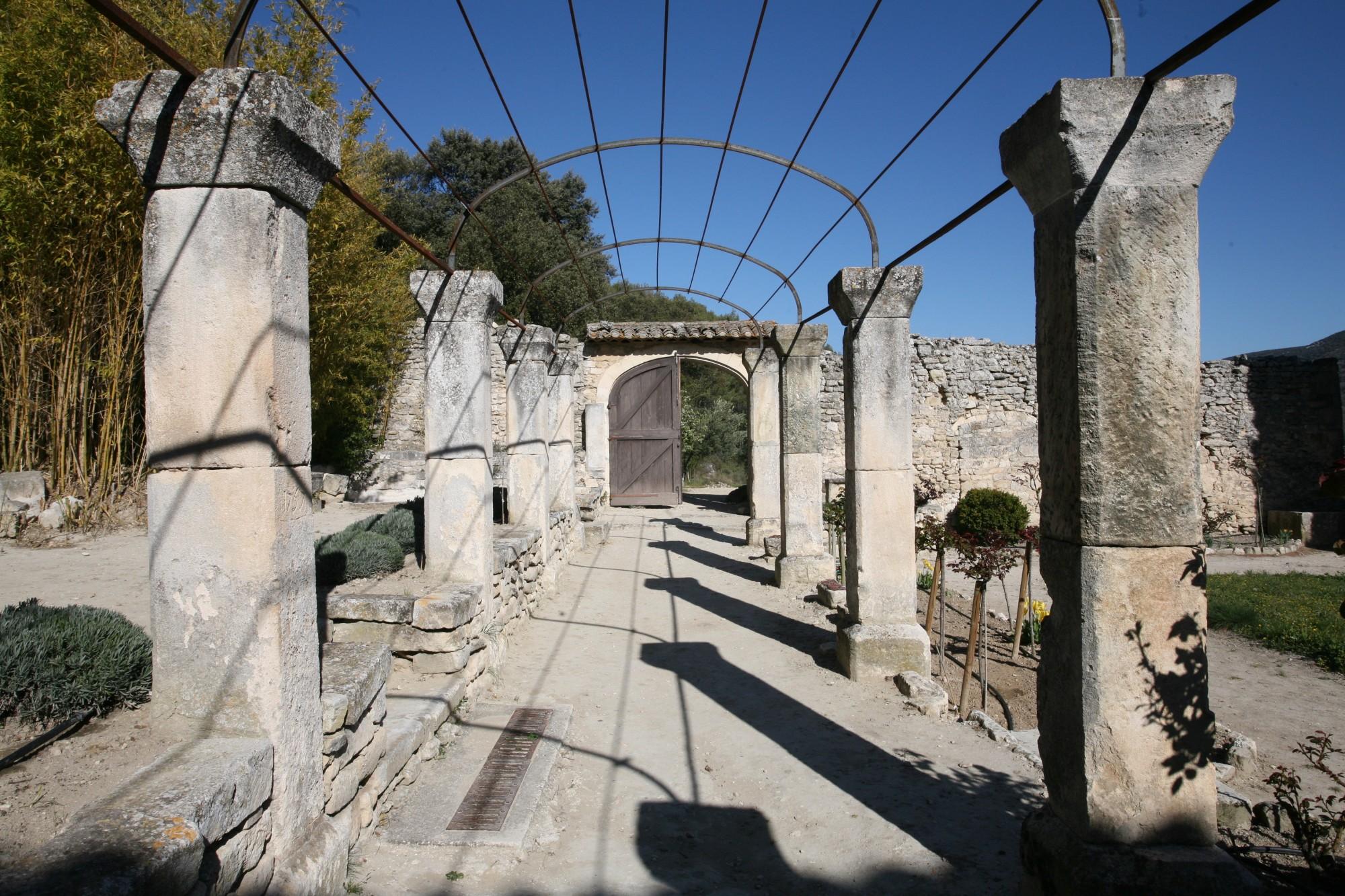 Restes de l'Abbaye Saint-Hilaire de Ménerbes en Vaucluse