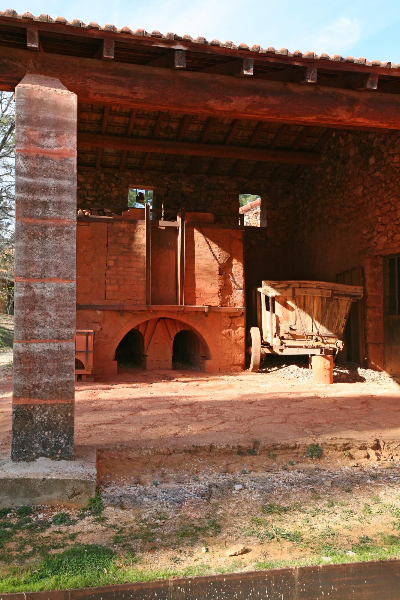 le four du conservatoire des ocres et pigments appliqués de Roussillon