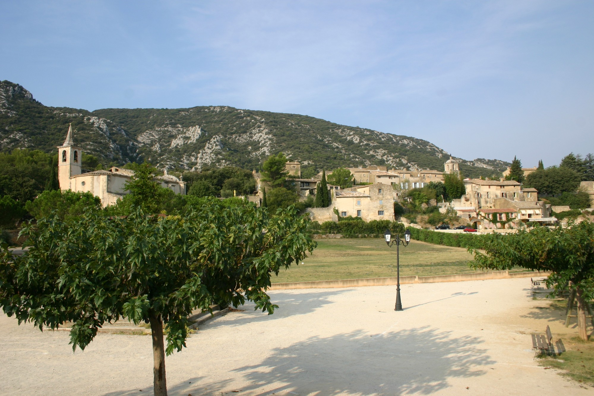 Maubec, un village au pied du Luberon entre Robion et Oppède