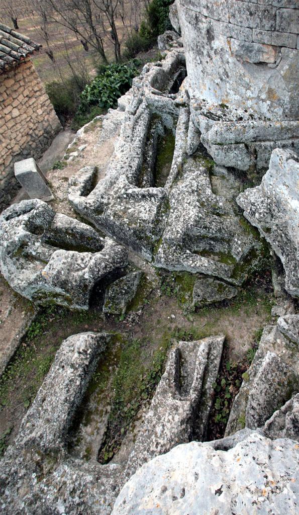 La nécropole rupestre de la chapelle Saint-Pantaléon