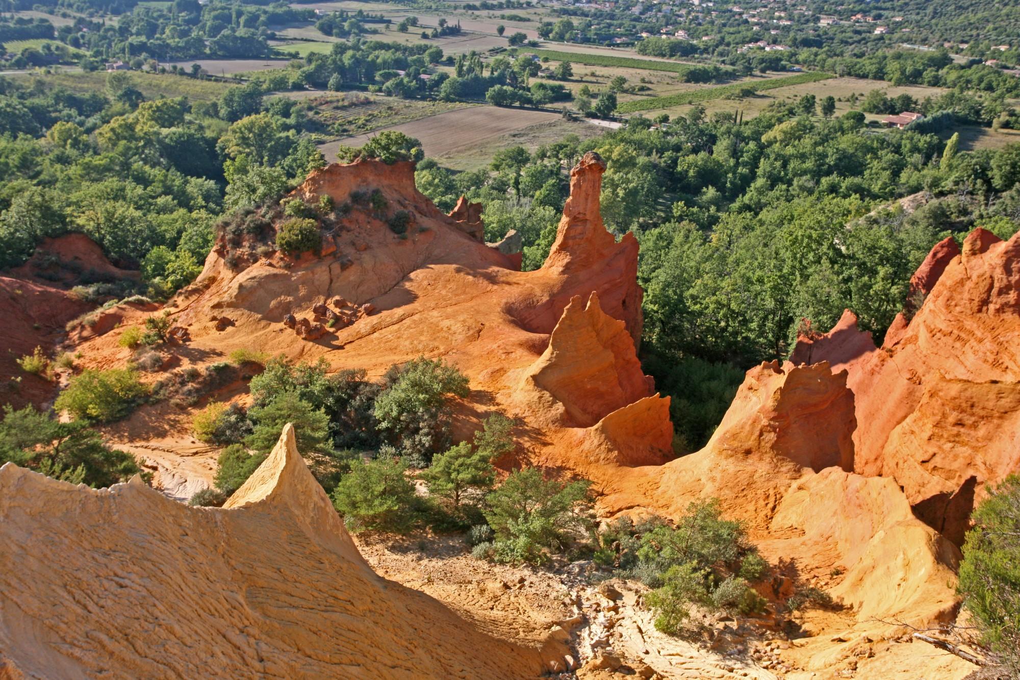 Rustrel en Luberon, ses ocres et son Colorado provençal