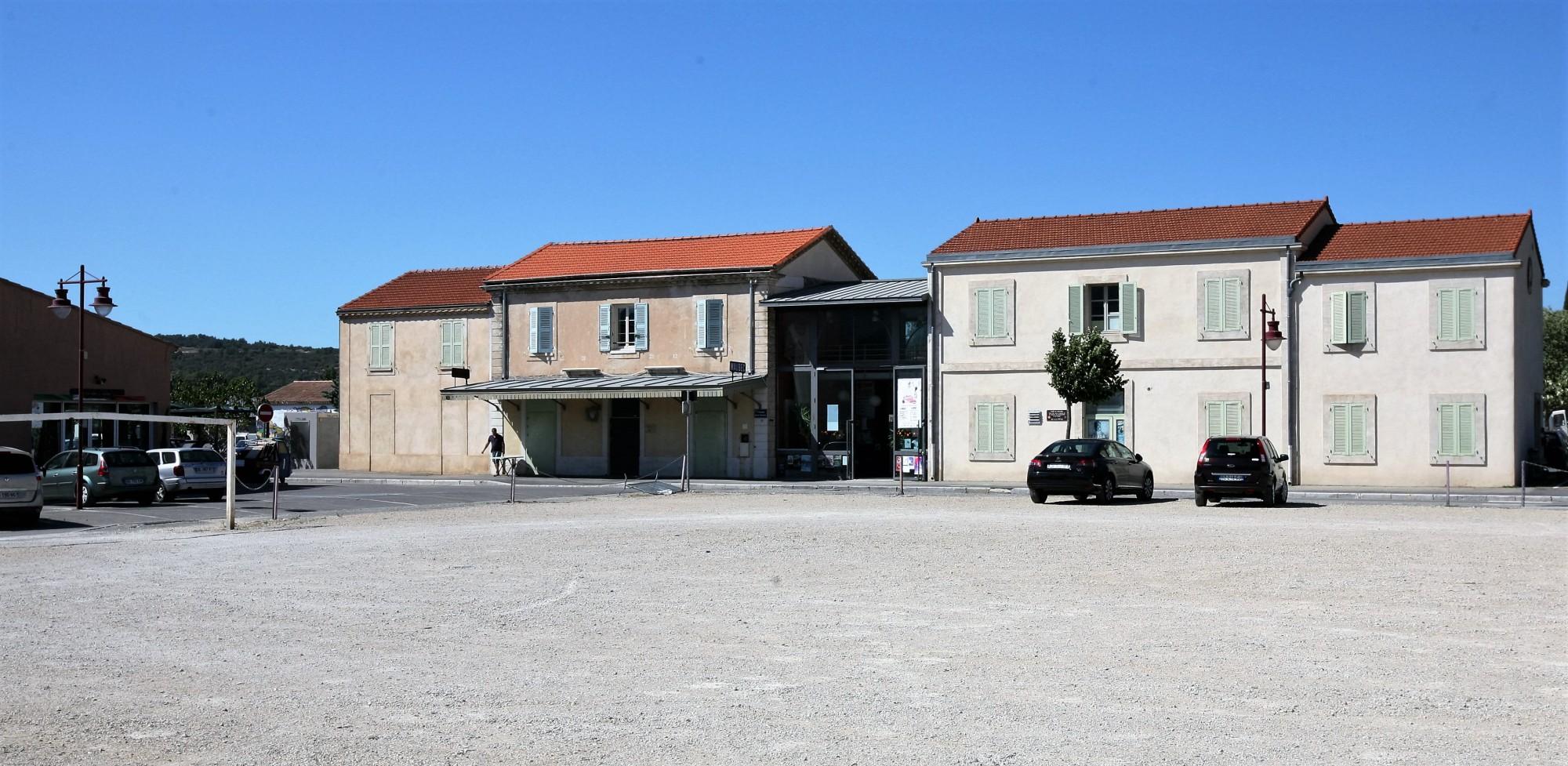 La gare de Coustellet, Maubec