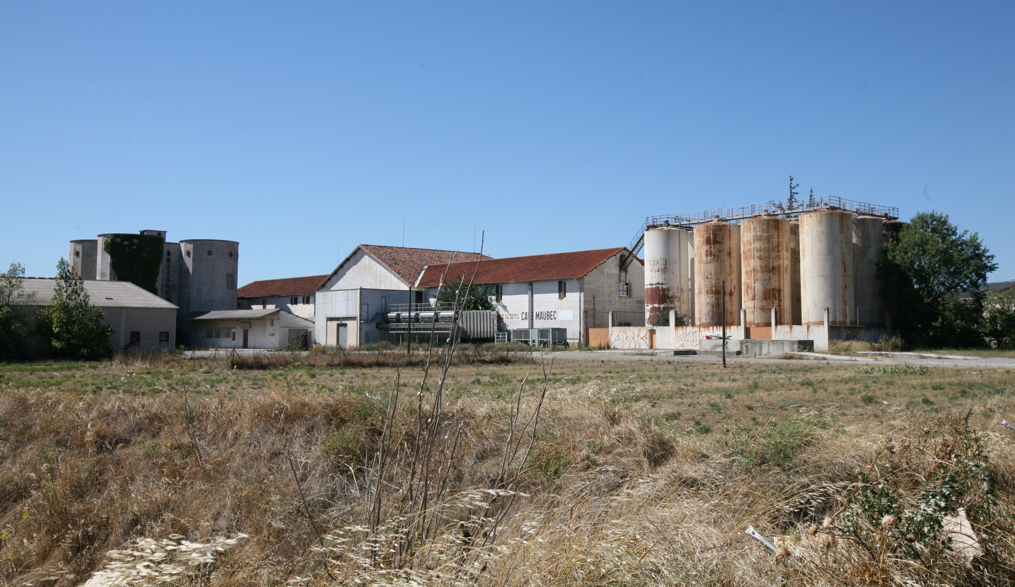 La distilerie de Coustellet à Maubec