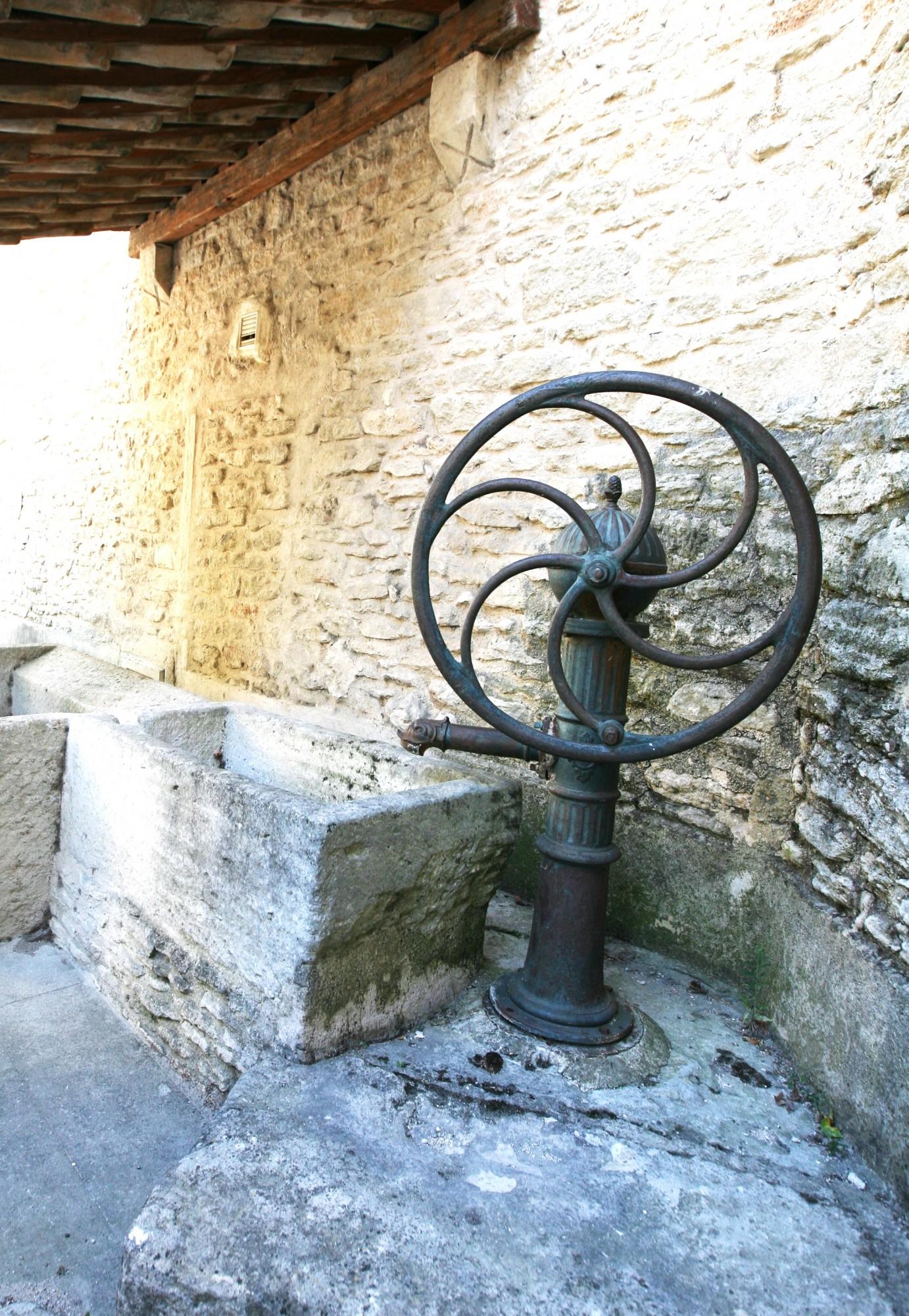 lavoir dans le hameau des Imberts, 84220 Gordes