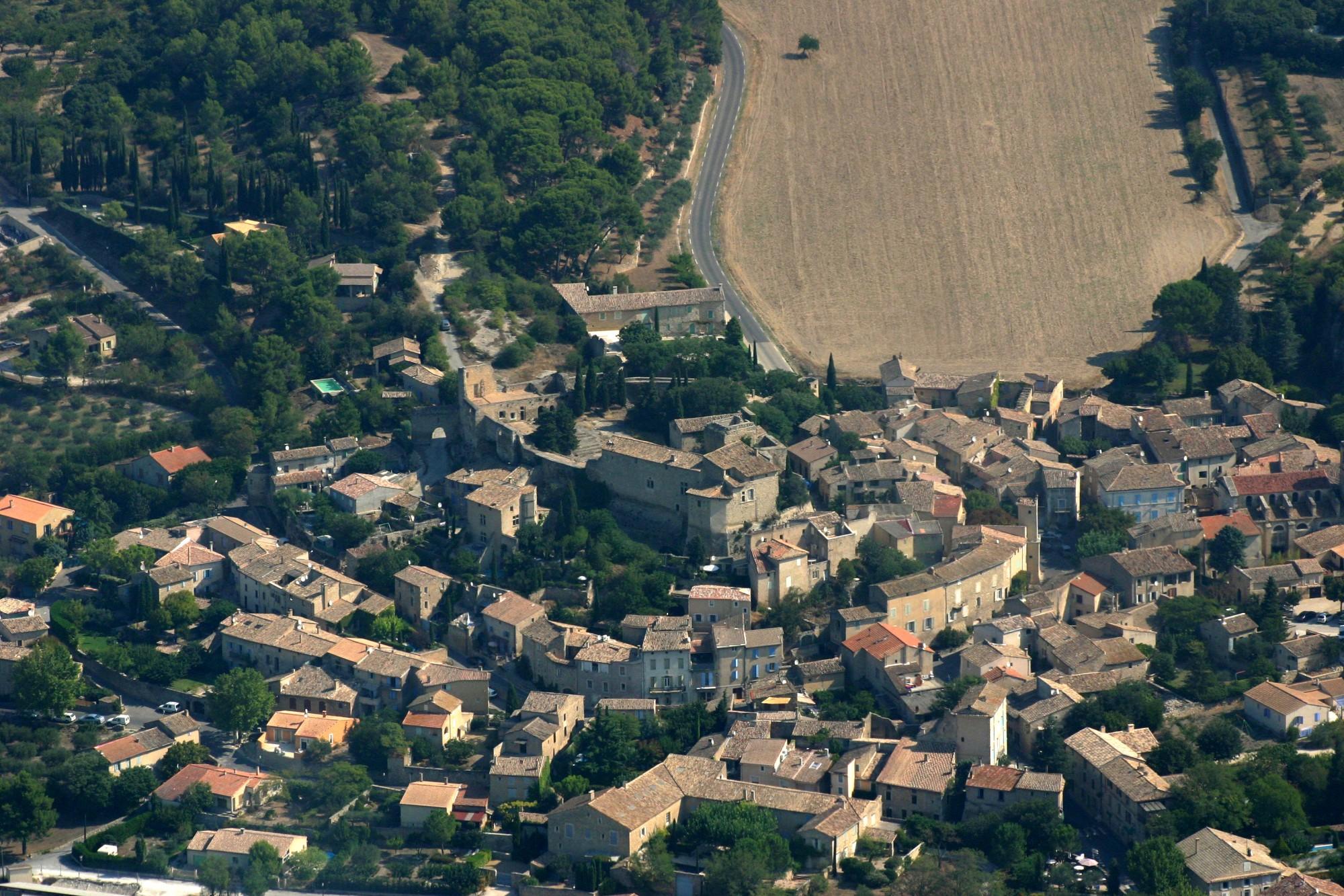 Le village de Lagnes vu du ciel