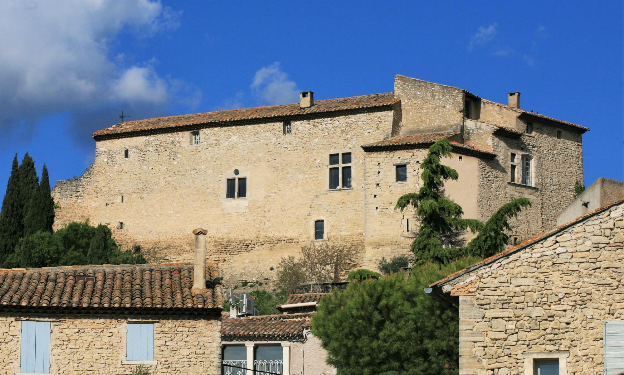Lechâteau de Lagnes, proche du Luberon