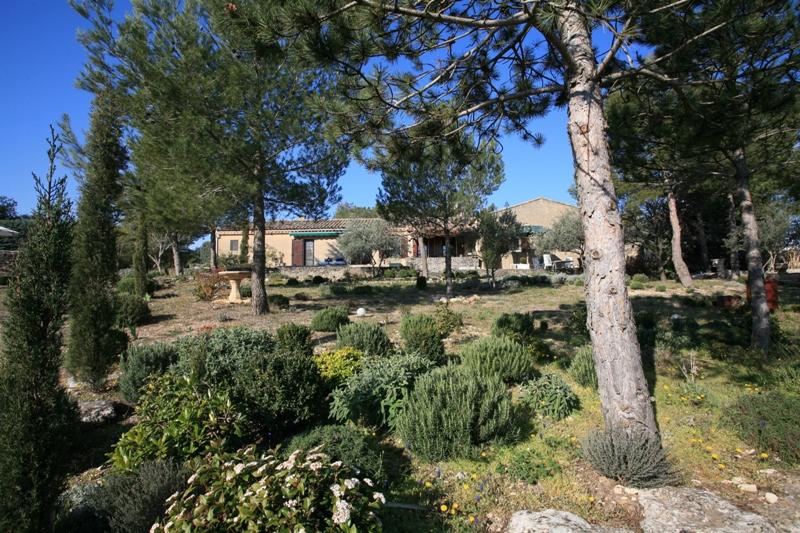 Maison de plain-pied proche de Gordes sur 4290 m²