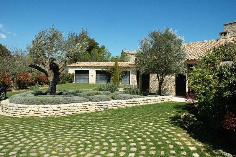 Ventes gordes exceptionnelle maison contemporaine avec vue jardin paysager agence rosier - Jardin maison moderne ...