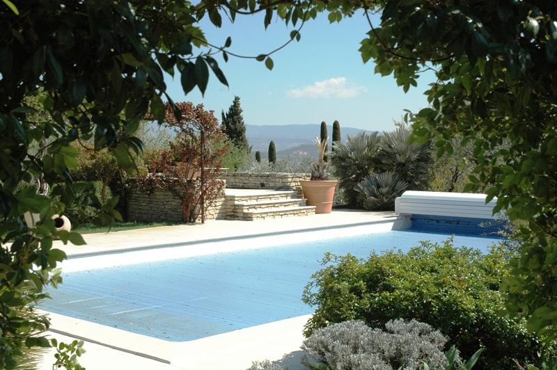 Gordes, exceptionnelle maison contemporaine avec vue, jardin paysager
