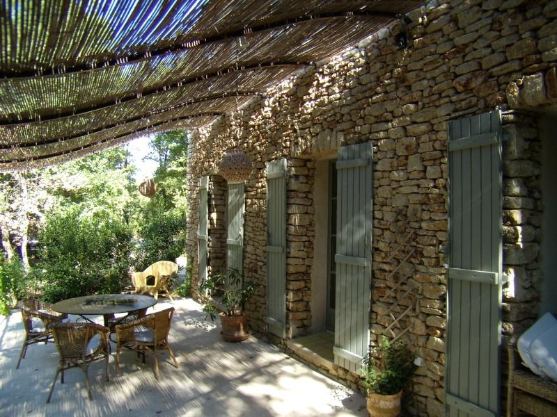 Maison à Gordes sur 1836 m² en pierres avec jardin arboré