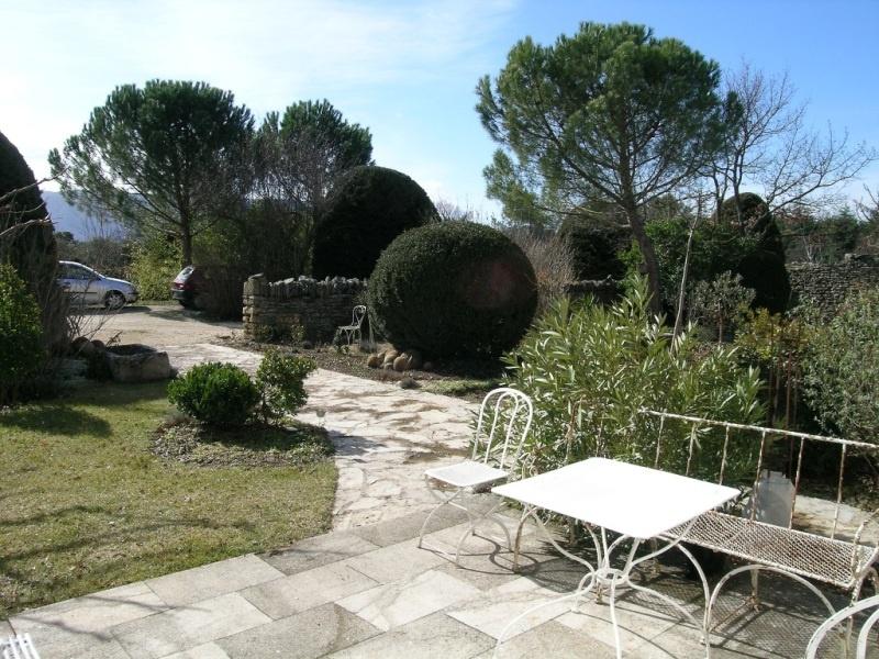 Mas en pierre, proche de Gordes, avec piscine sur 1 hectare