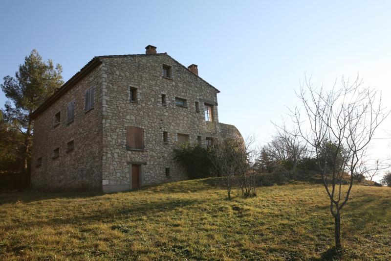 Luberon, maison en bordure de village avec superbe vue