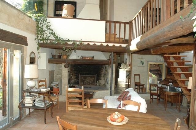 A 35 km d'Avignon, moulin du 18ème restauré et agrandi